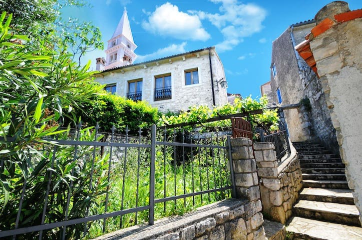 Enjoy old town luxuries in Villa Carla by the sea - Vrsar - House