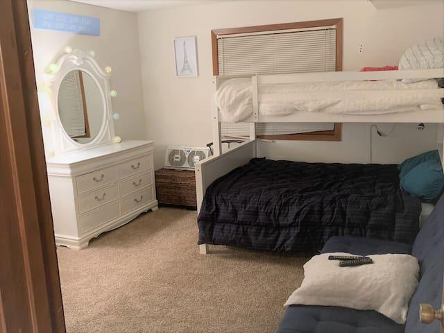 Apt Listing - Cozy 1 Bed & Bath