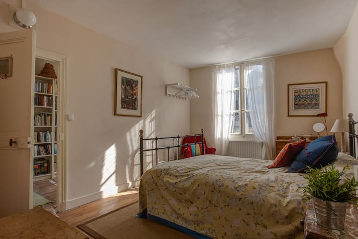 Charming, quiet, double ensuite bedroom/abbey view - Pontlevoy - Huis