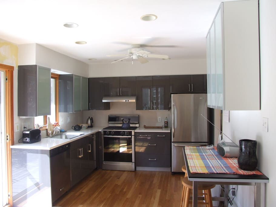open kitchen to dining room