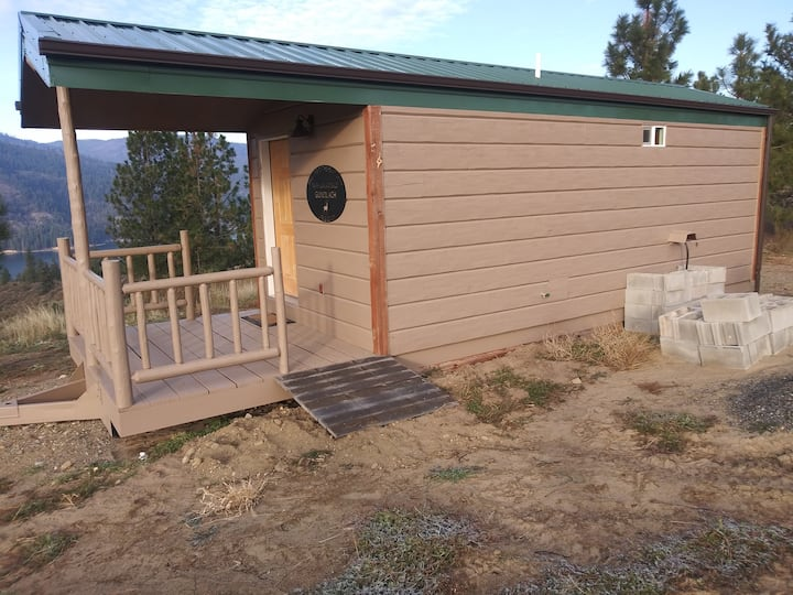 Aunt Sallys' cabin overlooking Lake Roosevelt.