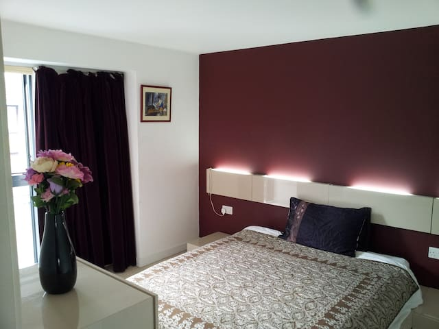 Double room in townhouse (ensuite)