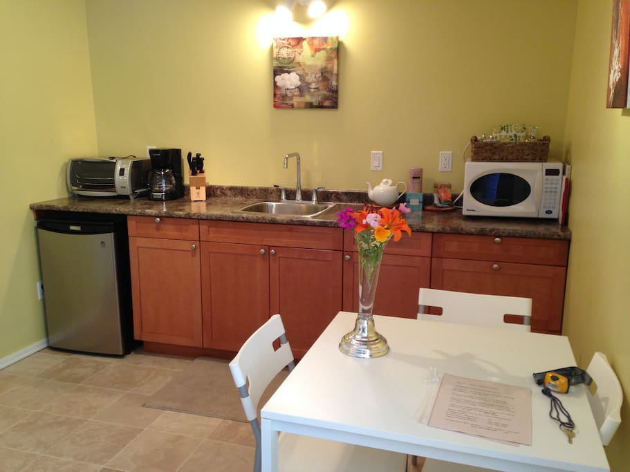 Your kitchenette,fully stocked with dish ware including wine glasses to sample local wines.
