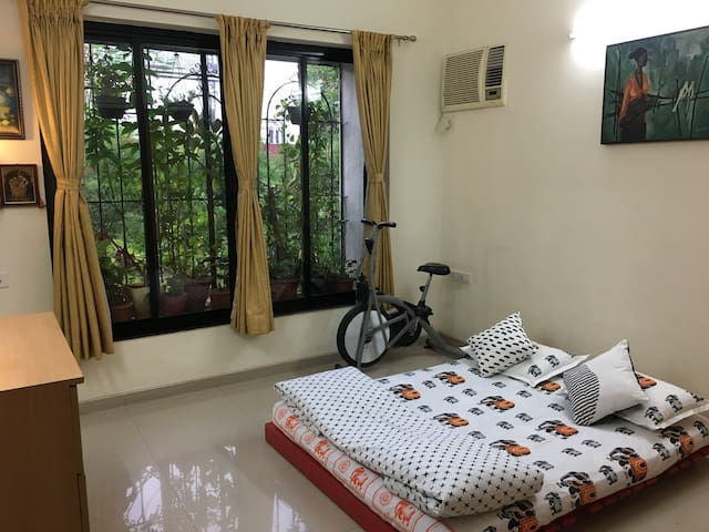 Second bedroom with double bed and air conditioning