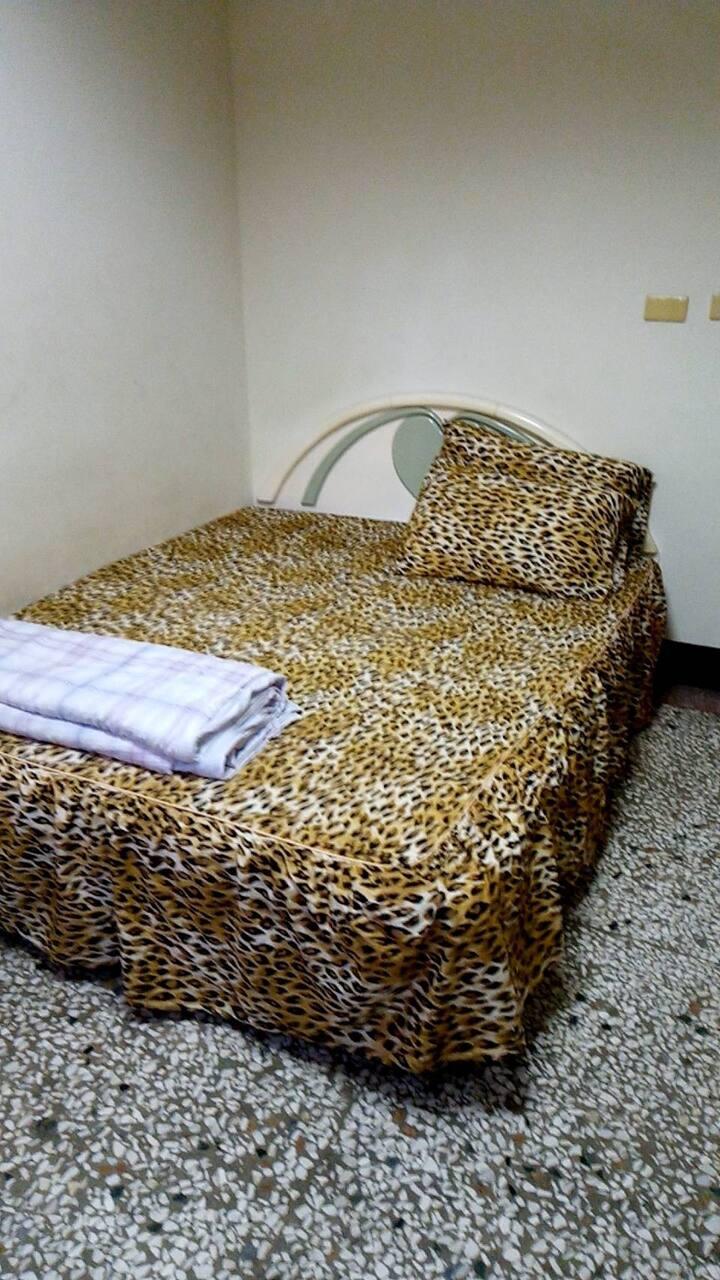 leopard room in shui li station (No Wi-Fi) 東海大旅社