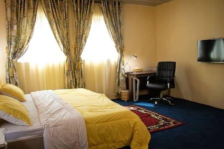 R&C Luxury Suites - Stunning& impressive Pent room