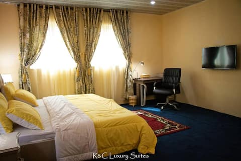 R&C Luxury Suites - Stunning& impressive Pent room