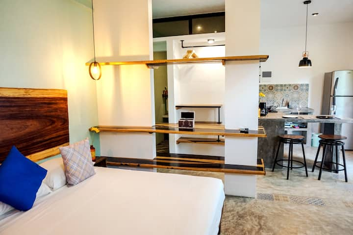 Deluxe King Suite #6 @Les Suites Calle 2 by Galian