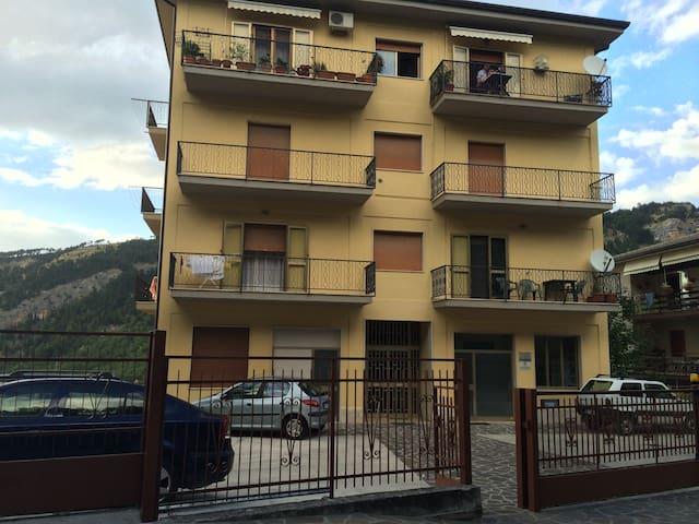 MINI APPARTAMENTO CON PARCHEGGIO INTERNO - 3 POSTI - Caramanico Terme - Departamento