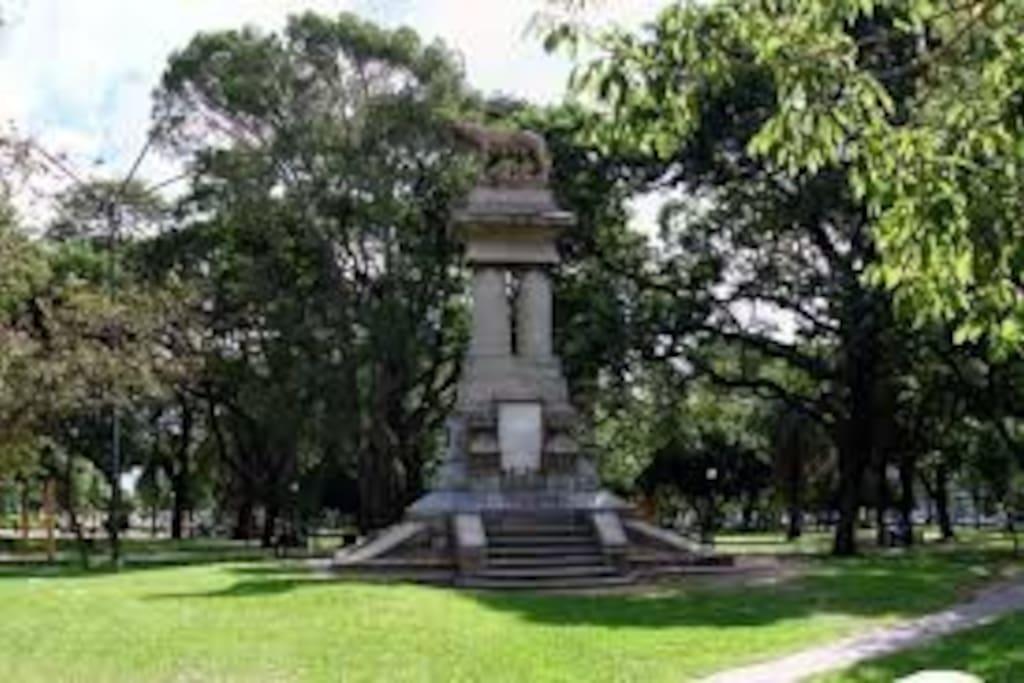 Monumento a la Loba Romana, en honor a los primeros inmigrantes Italianos que tanto dieron a esta tierra