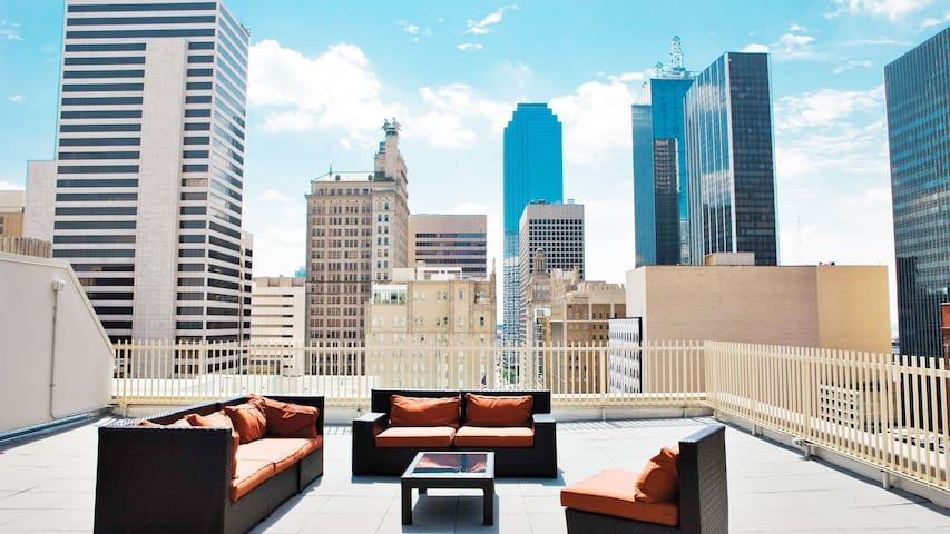 Luxurious Condo @Downtown +Rooftop Views +Hot Tub - Dallas - Leilighet