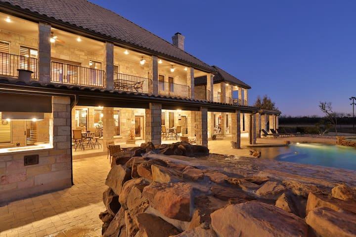 >>Who wants to Bunk like a Billionaire?Abilene,TX
