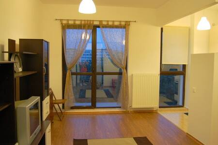 Cozy studio close to metro - București - アパート
