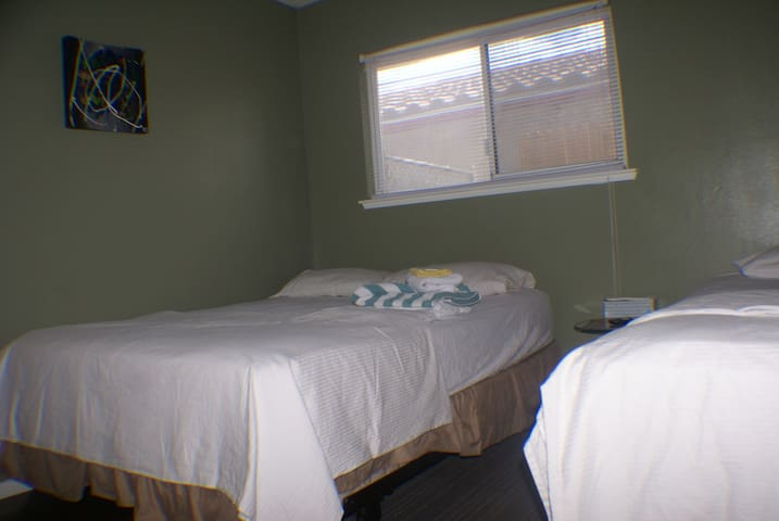B1 2 BEDS! WIFI/COXCABLE 5 MINUTES DRIVE TO STRIP