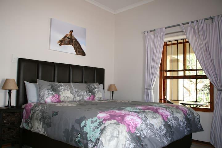 Bedroom 2 (King)