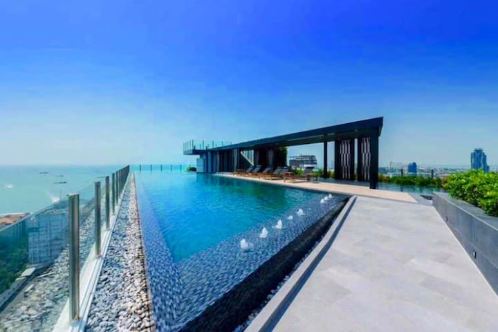 The Base Central Pattaya by Aun~Aun