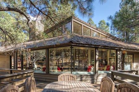 Luxury Forest Highlands Golf & Ski Retreat