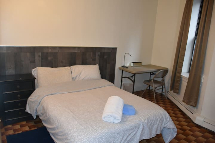 Conveniently located sunny room near Times Sq 63F4