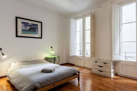 Clean and spacious room in the center of the city - Barcelona