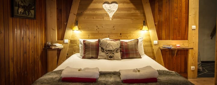 Chalet with Sauna , Perfect Location (Sleeps 15)