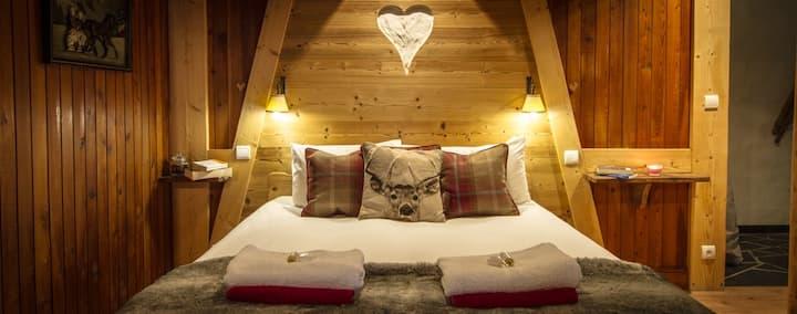 Chalet with Sauna , Perfect Location (Sleeps 15)