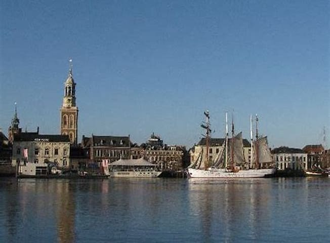 Our b&b is in Kampen, the main city from the Netherlands in the 14th century. Looks like small Amsterdam!