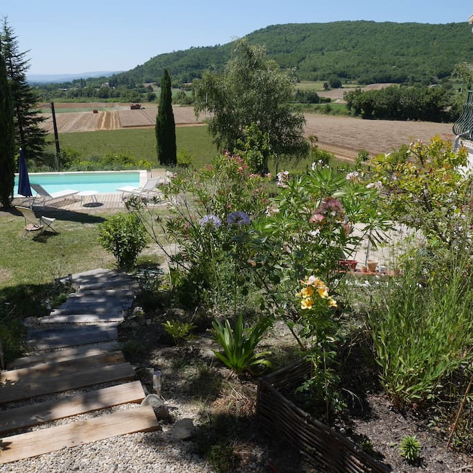 Belle maison de campagne en provence avec piscine houses for rent in puy saint martin rh ne - Jardin en pente douce amenagement saint etienne ...