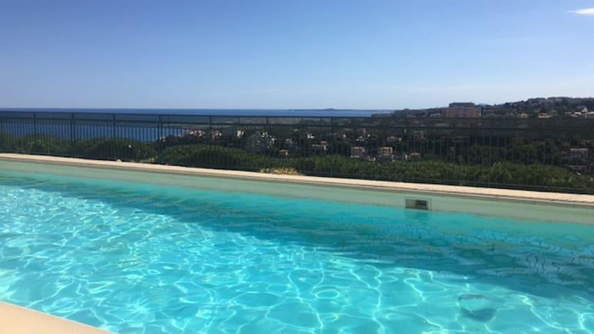 Villa sur le toit, petit écrin de paradis vue mer.