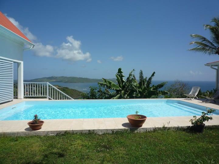 Petite maison meublée piscine Robert Martinique