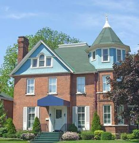 1st Avenue Bed & Breakfast - River View (1-3)