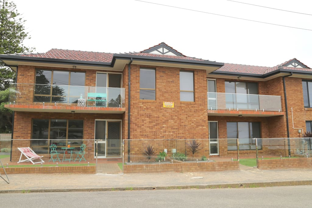 Horseshoe Bay in the heart of Port Elliot SA.  one of three stylish double story apartments.