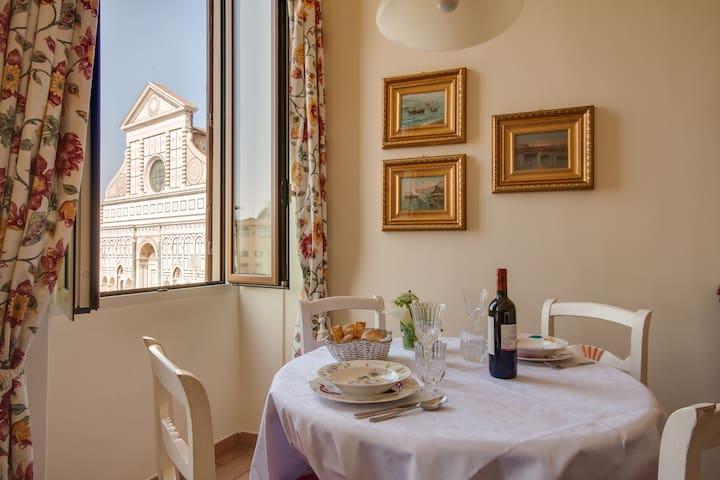 Giotto apartment in S.Maria Novella square