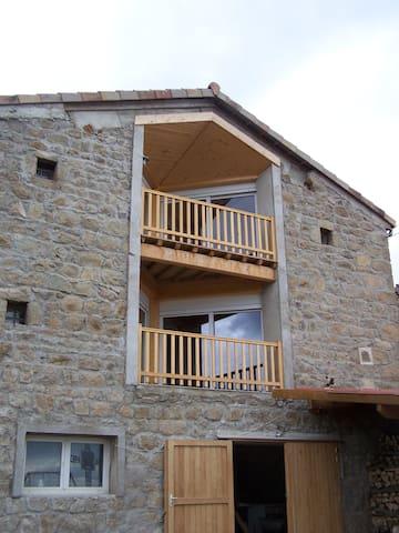 """Gîte """"Le Croquant"""" - Colombier/sous/pilat - บ้าน"""