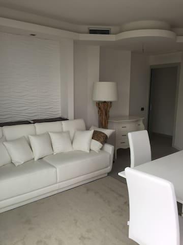 Appartamento nuovo  5 posti letto con piscina