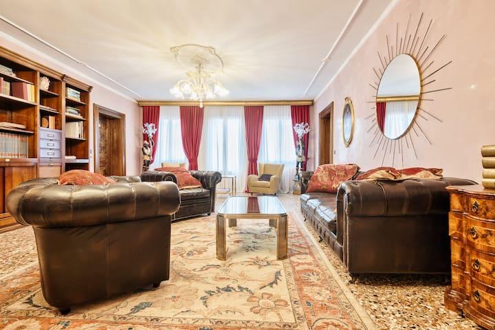 Luxury Duodo Gregolin Palace
