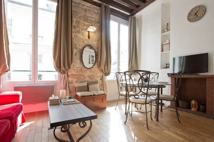 Authentic Apartment Marais Rosiers