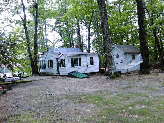 Cozy Lakeside Camp With Boats - Shapleigh - Houten huisje