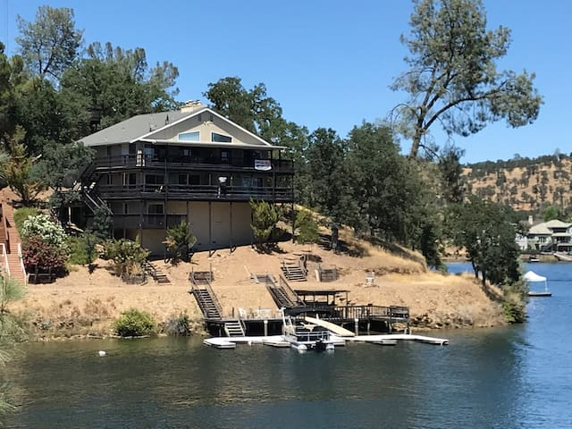 Relaxing Lake Tulloch Retreat