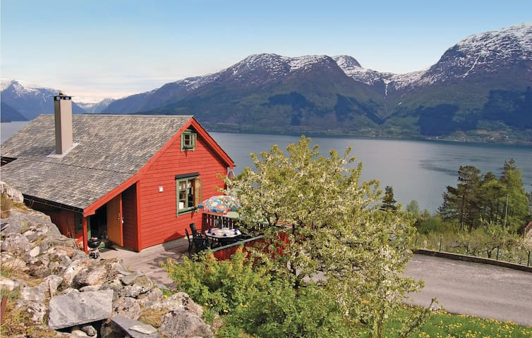 Holiday cottage with 4 bedrooms on 100m² in Vallavik