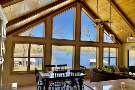 No Bad Days Cabin on TRL- Lakefront/Lake-View!