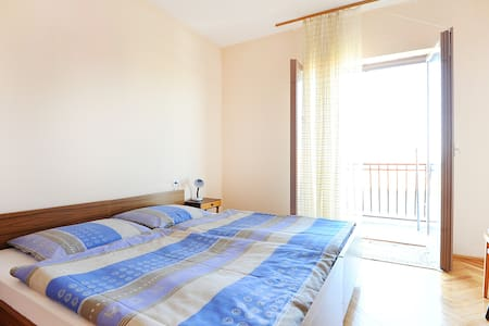 Room with balcony, sea view&parking