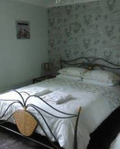 Large Double Room in Country Home