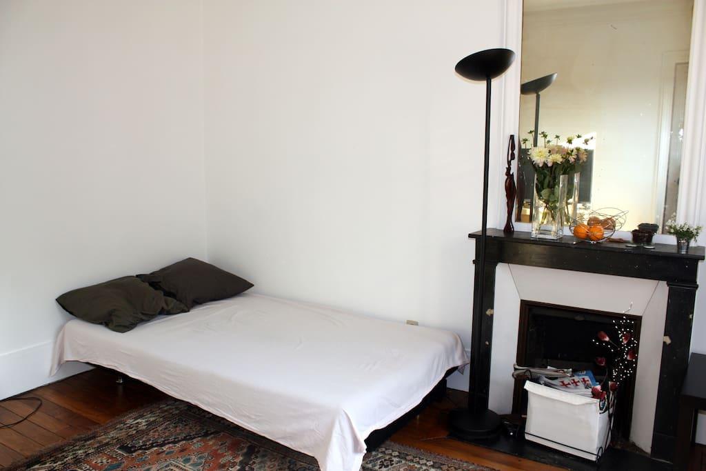 Le canapé se transforme en lit deux places