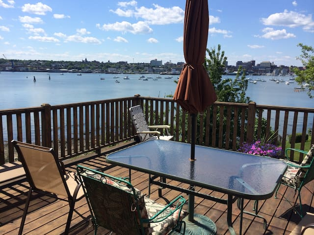 Private Suite with deck/view/ocean access! - South Portland - House