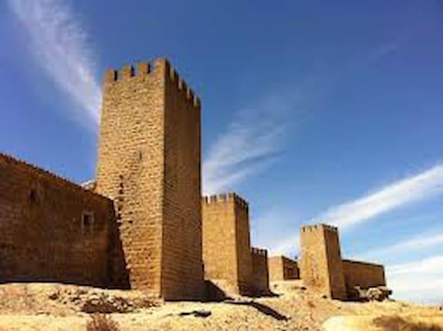 Fortaleza medieval - Artajona - Hus