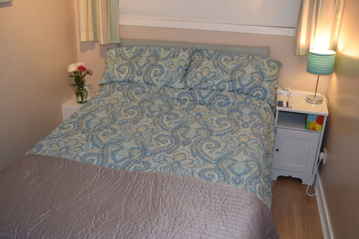 Small double (4 foot bed)
