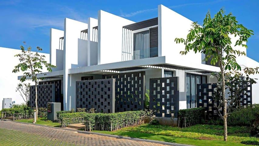 Private 5* villa in the heart of Oceanami resort