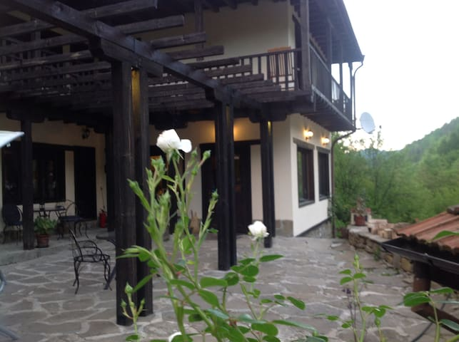Vila Verbena - Apriltsi - Bed & Breakfast