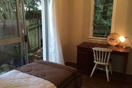 BARDON - Garden Room - Cool & quiet - Bardon