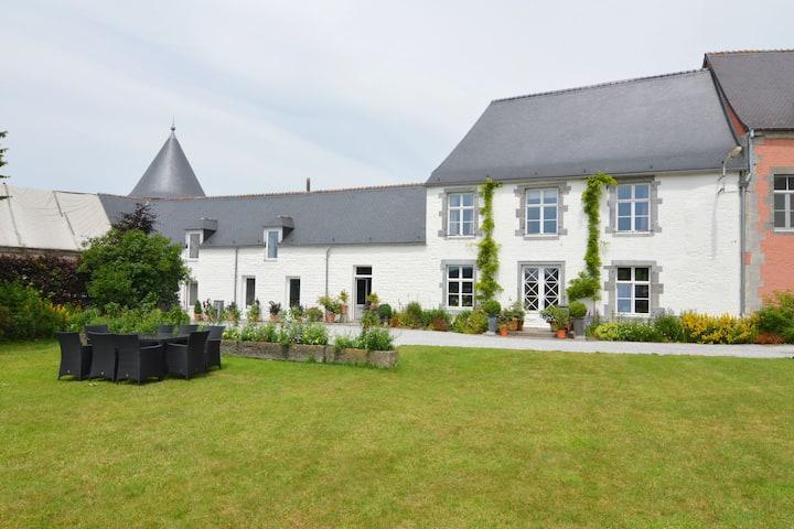Modernes Ferienhaus in Senzeille mit Garten